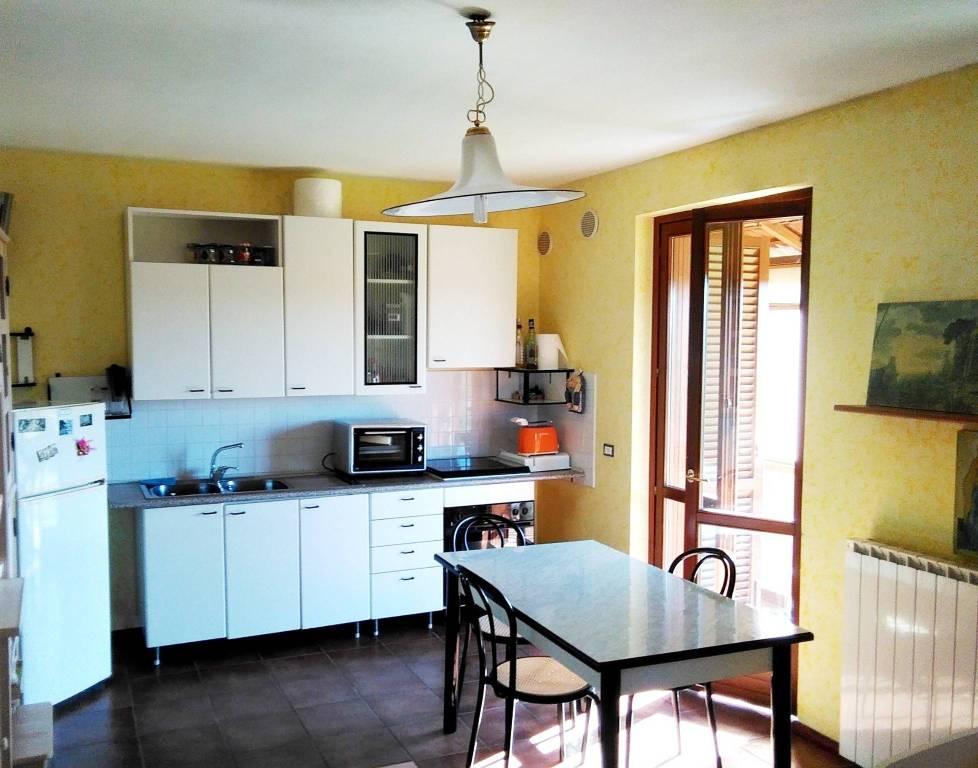Appartamento in buone condizioni parzialmente arredato in vendita Rif. 7552149
