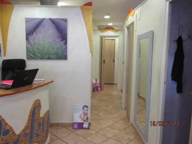 Negozio / Locale in affitto a Mercato San Severino, 1 locali, prezzo € 580 | Cambio Casa.it