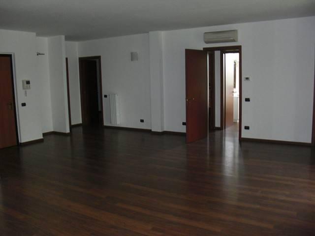 Appartamento in ottime condizioni parzialmente arredato in affitto Rif. 6067643
