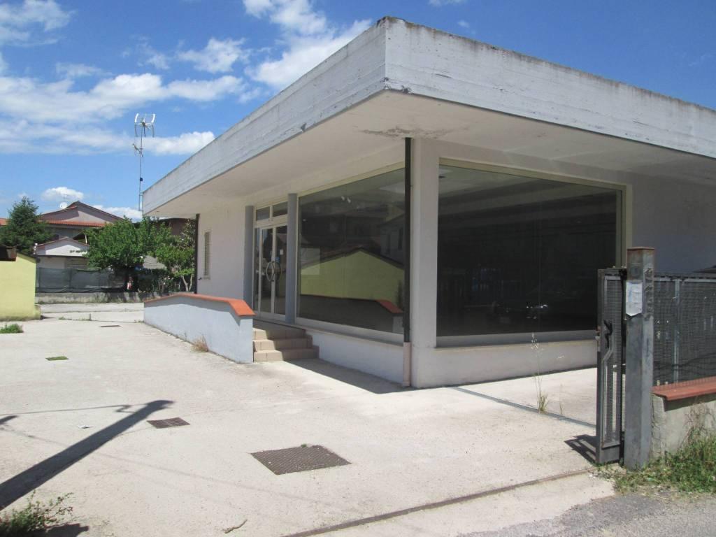 Locale commerciale in zona trafficata Rif. 4381571