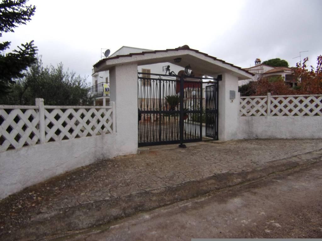 Villa in buone condizioni in vendita Rif. 8777338