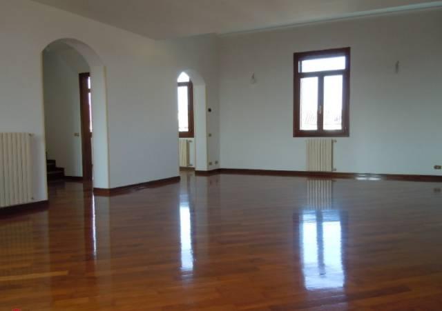 Appartamento in ottime condizioni in vendita Rif. 5015988