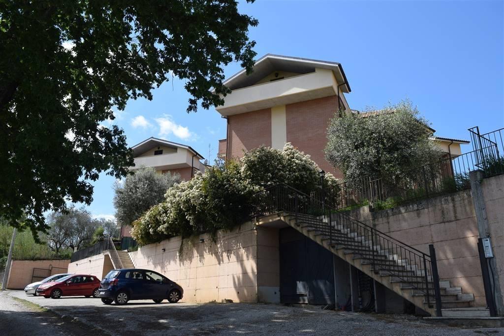 Appartamento in ottime condizioni in vendita Rif. 4586969