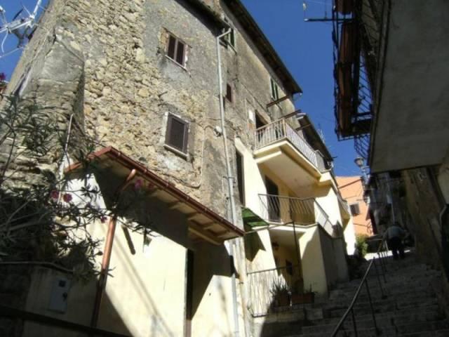 Appartamento in ottime condizioni parzialmente arredato in vendita Rif. 6918604