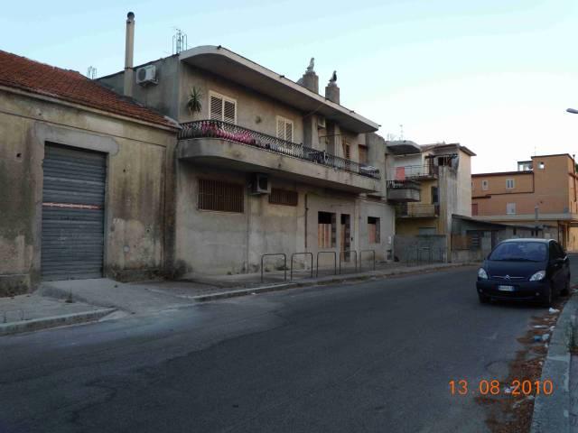 Magazzino in vendita a Siderno, 1 locali, Trattative riservate | CambioCasa.it
