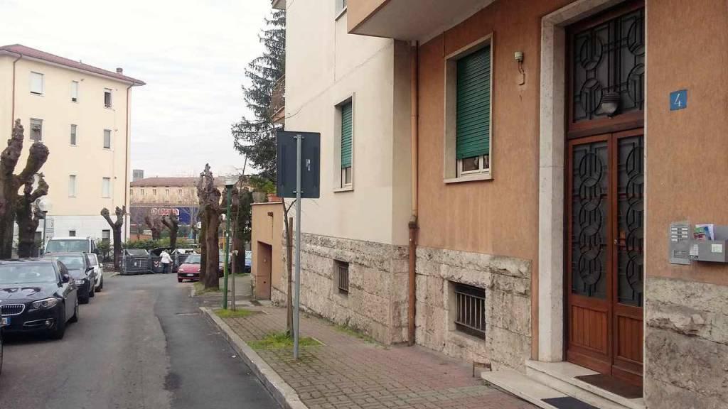 Appartamento in buone condizioni parzialmente arredato in affitto Rif. 9446604