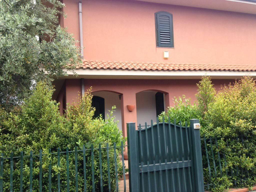 Appartamento in ottime condizioni in vendita Rif. 8079661