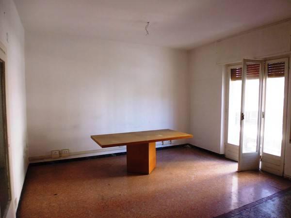 Appartamento in vendita a La Spezia, 5 locali, prezzo € 175.000 | CambioCasa.it