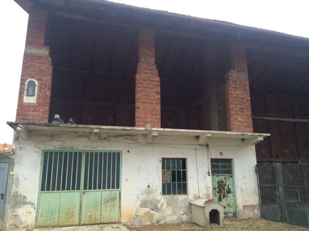 Rustico / Casale da ristrutturare in vendita Rif. 5233051