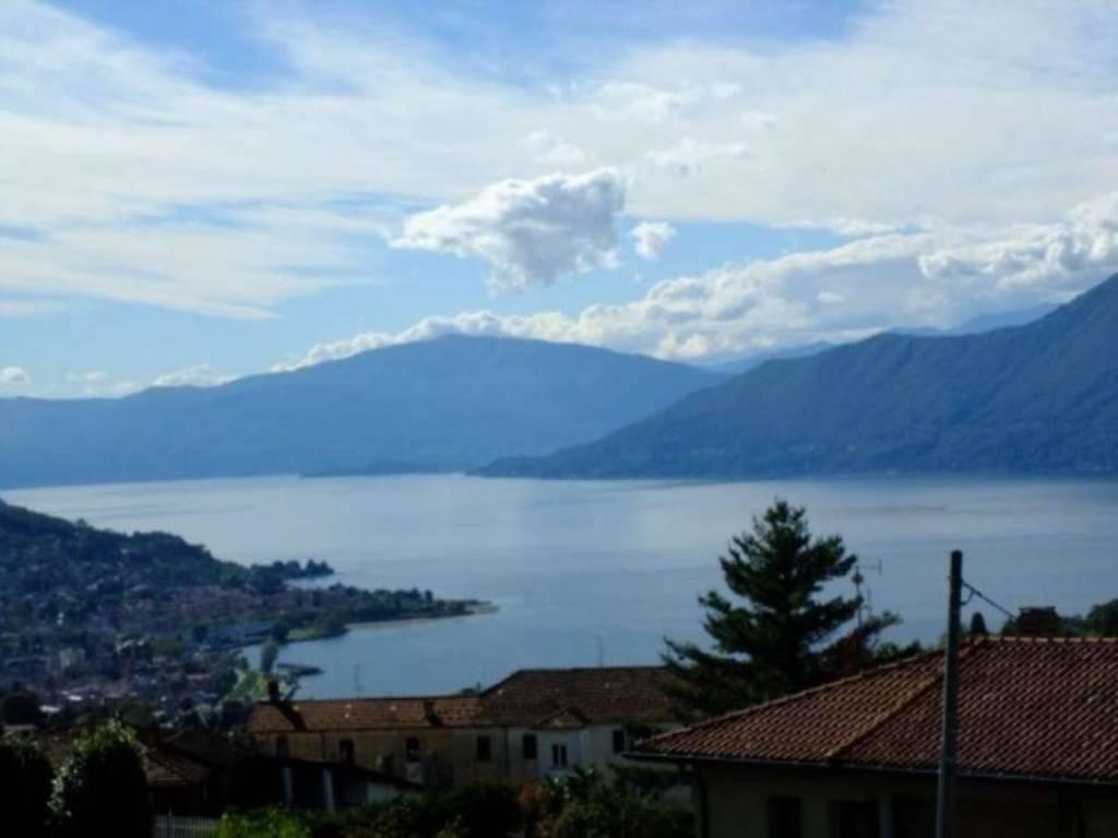 Villa in vendita a Luino, 8 locali, prezzo € 475.000 | CambioCasa.it