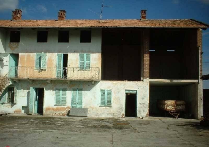 Rustico / Casale in vendita a Borgo d'Ale, 8 locali, prezzo € 45.000 | PortaleAgenzieImmobiliari.it
