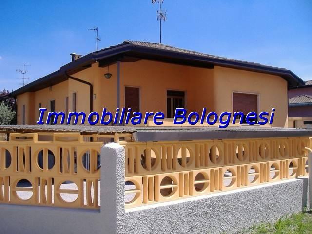 Villa in vendita a Busto Arsizio, 4 locali, prezzo € 225.000 | Cambio Casa.it