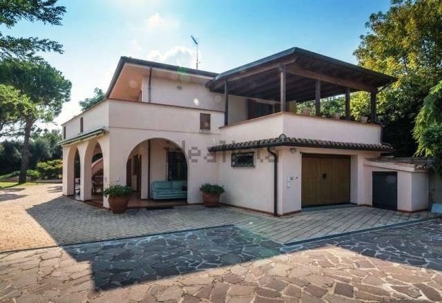 Villa in vendita a Civitanova Marche, 6 locali, prezzo € 790.000   Cambio Casa.it