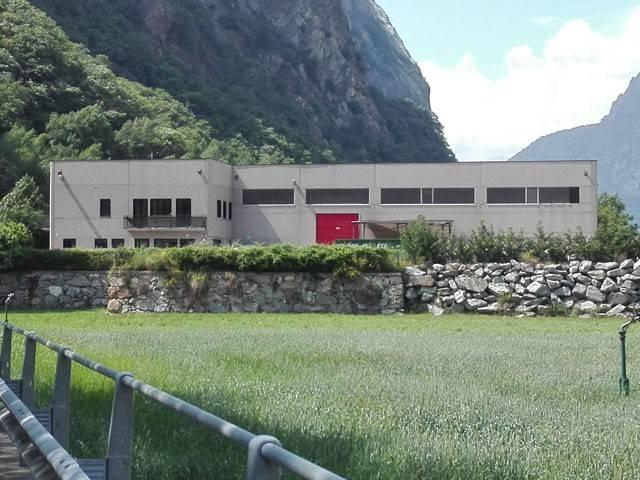 Capannone in vendita a Hone, 6 locali, prezzo € 330.000   Cambio Casa.it