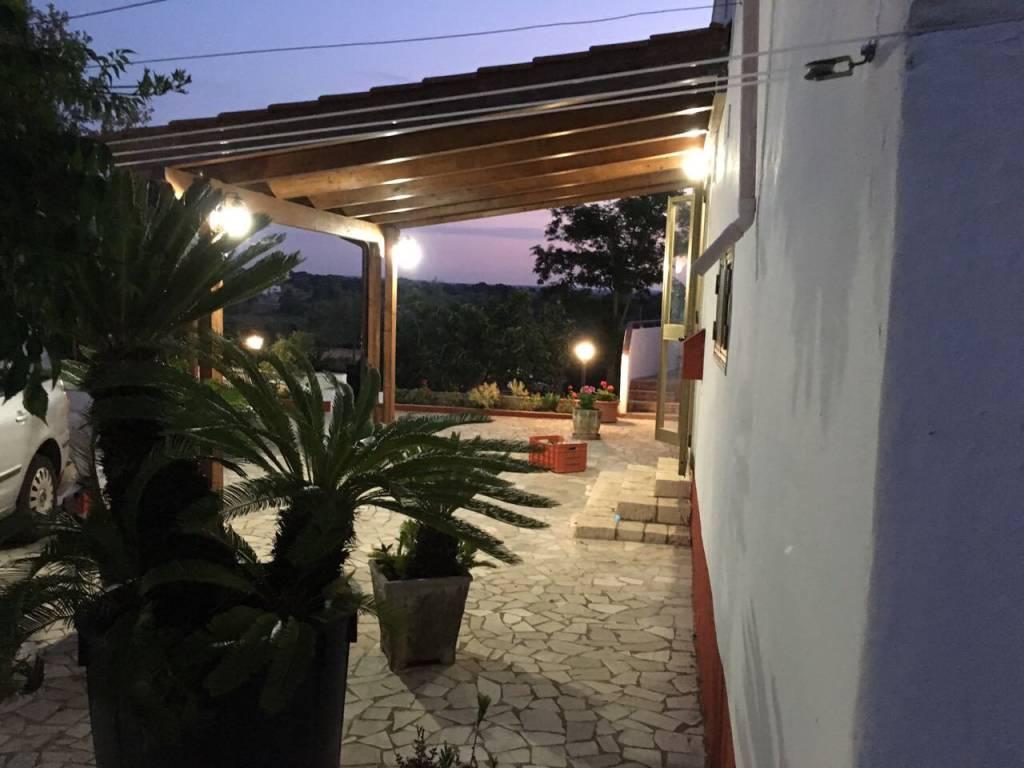 Villa in buone condizioni arredato in affitto Rif. 8519158