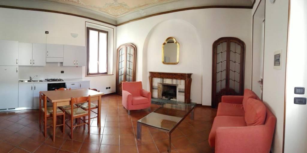 Appartamento in buone condizioni arredato in affitto Rif. 8574620