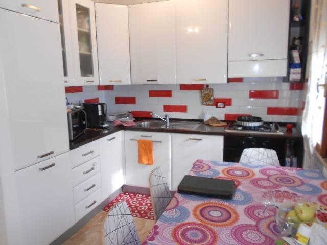 Appartamento in buone condizioni arredato in vendita Rif. 8152082