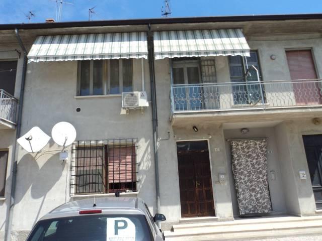 Appartamento in buone condizioni parzialmente arredato in vendita Rif. 4211520