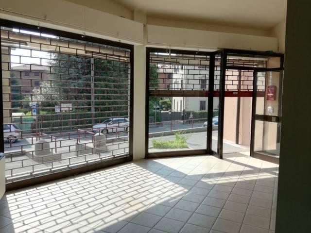 Negozio / Locale in vendita a Barzanò, 2 locali, prezzo € 126.000 | CambioCasa.it
