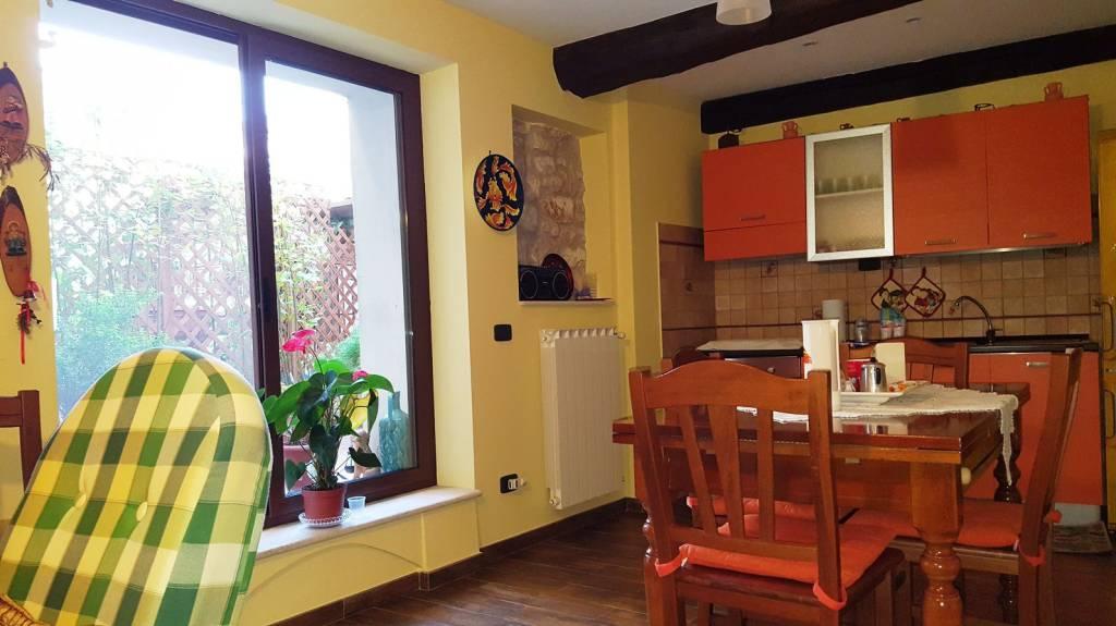 Appartamento in ottime condizioni in vendita Rif. 8355770
