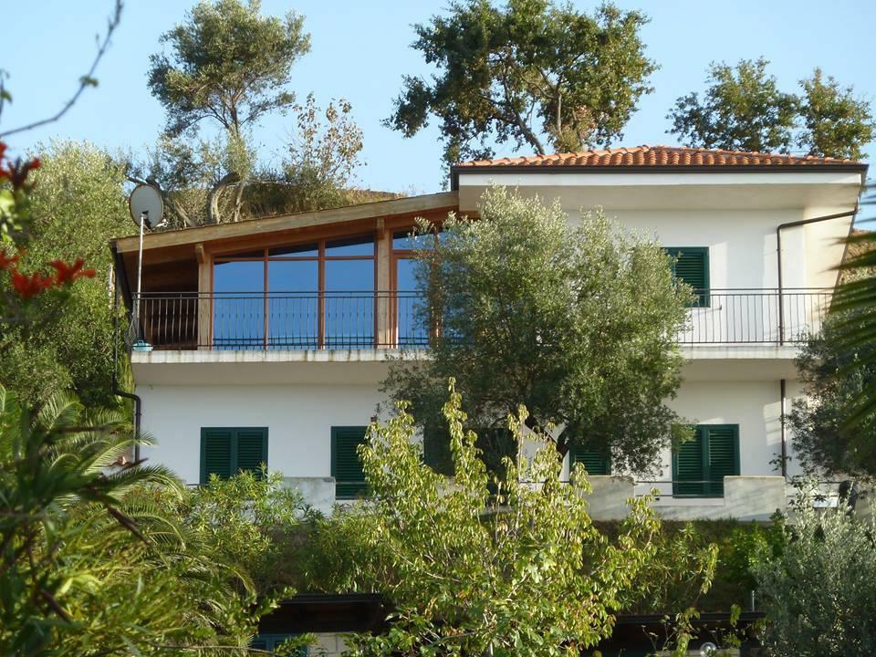 Villa in buone condizioni parzialmente arredato in vendita Rif. 4390187