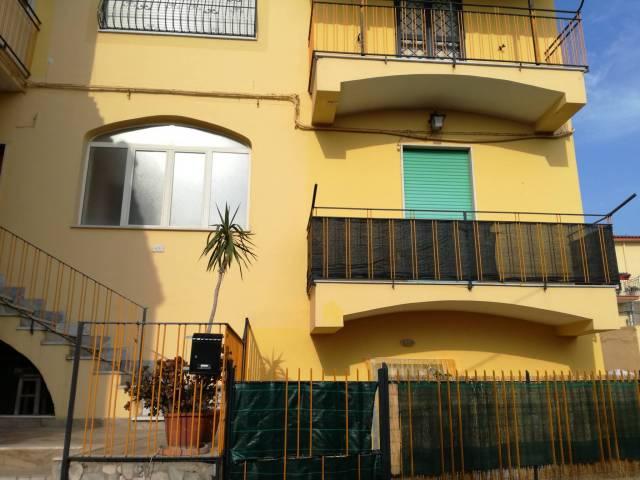 Appartamento in buone condizioni in affitto Rif. 4243157