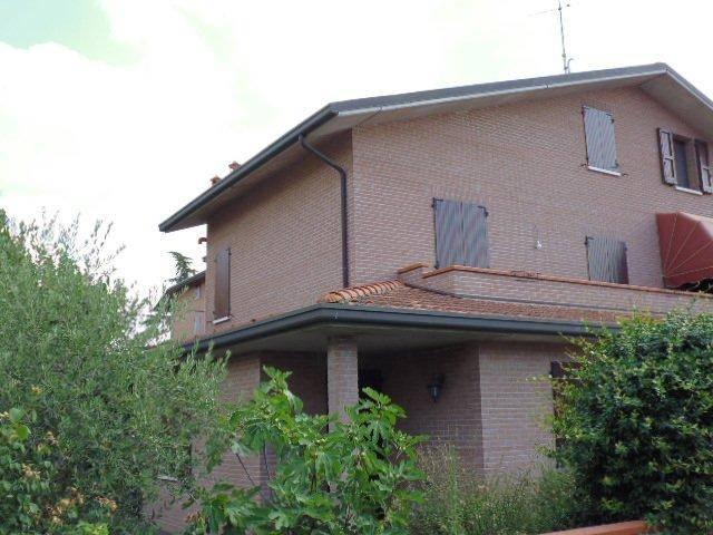 ARA051- ZONA VIA BOLOGNA villa con 3 letto e giardino