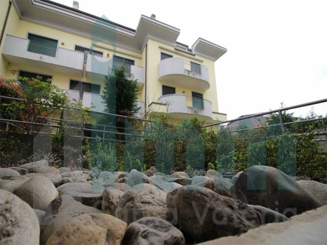 Appartamento quadrilocale in vendita a Seregno (MB)-2