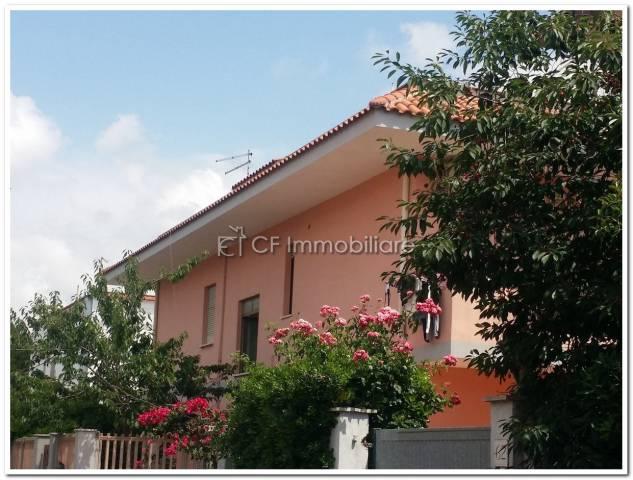 Palazzo / Stabile in vendita a Fiumicino, 6 locali, Trattative riservate | Cambio Casa.it