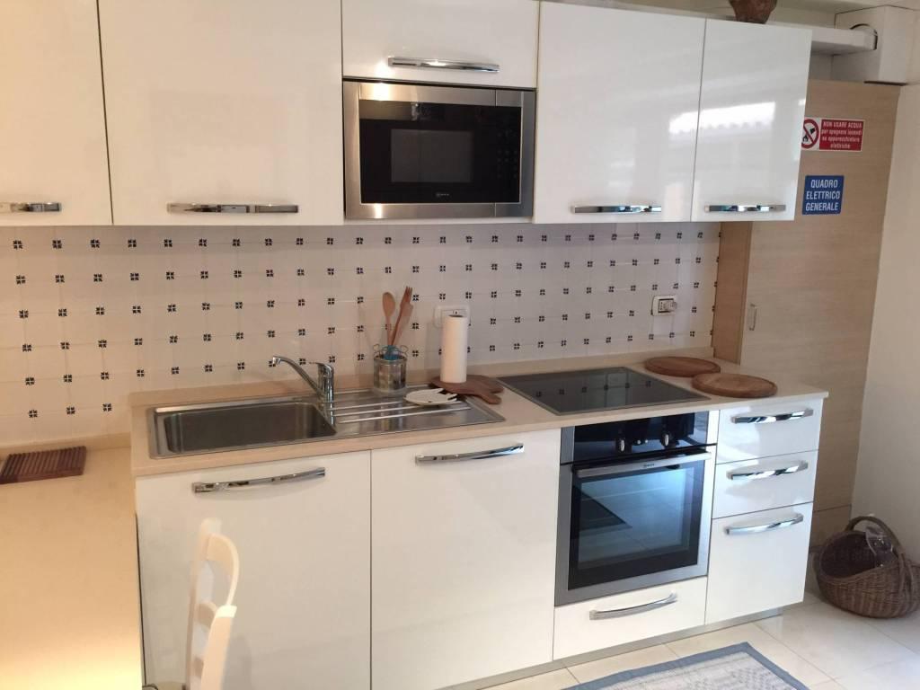 Appartamento in ottime condizioni arredato in affitto Rif. 8153086