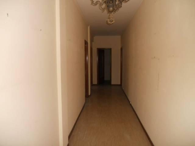 Appartamento in vendita a Guastalla, 4 locali, prezzo € 55.000   Cambio Casa.it