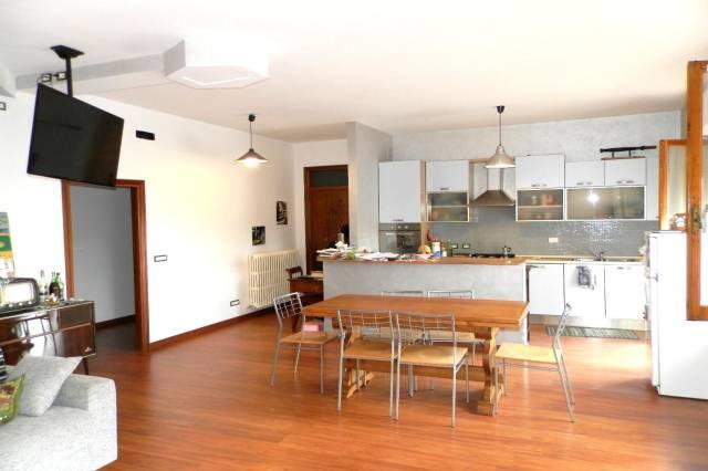Appartamento in ottime condizioni parzialmente arredato in vendita Rif. 4254244