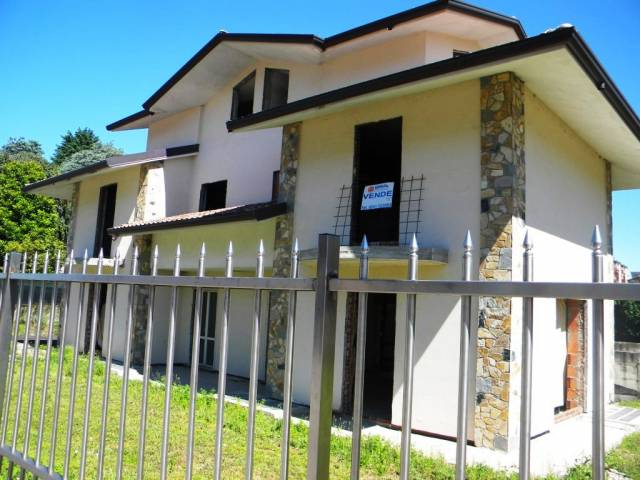 Villa in vendita a Gallarate, 6 locali, prezzo € 360.000 | Cambio Casa.it