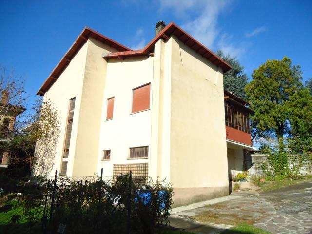 Villa in vendita a Castello di Brianza, 5 locali, prezzo € 260.000 | Cambio Casa.it