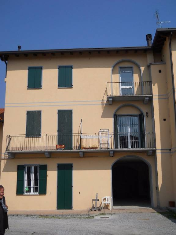 Appartamento in vendita a Rogeno, 3 locali, prezzo € 85.000 | CambioCasa.it