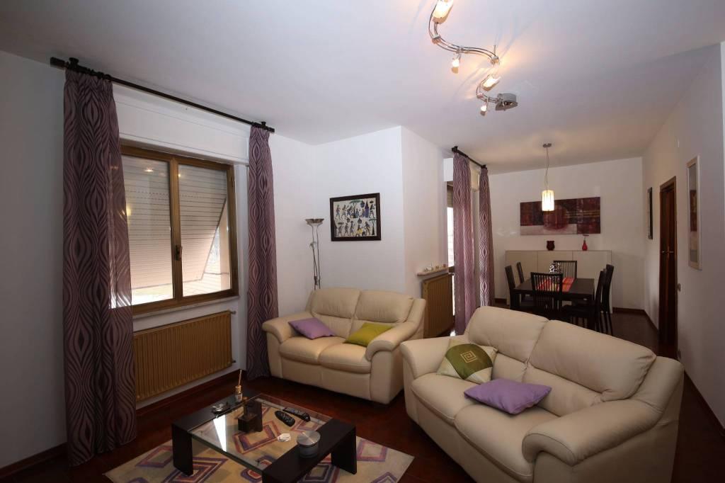 Appartamento in buone condizioni arredato in vendita Rif. 4515093