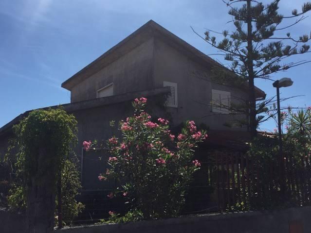 Villa in vendita a Catania, 4 locali, prezzo € 69.000 | Cambio Casa.it