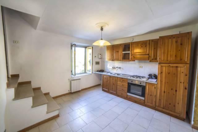 Soluzione Indipendente in affitto a Pescia, 9999 locali, prezzo € 450 | Cambio Casa.it