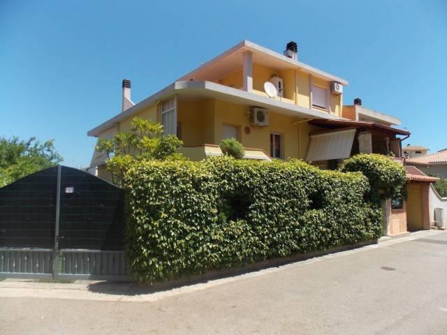 Villa in buone condizioni parzialmente arredato in vendita Rif. 4222006