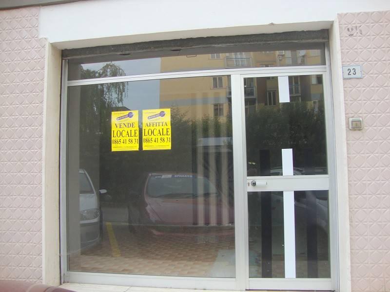 Locale commerciale nei pressi di Piazza Giustino D'Uva Rif. 8035862