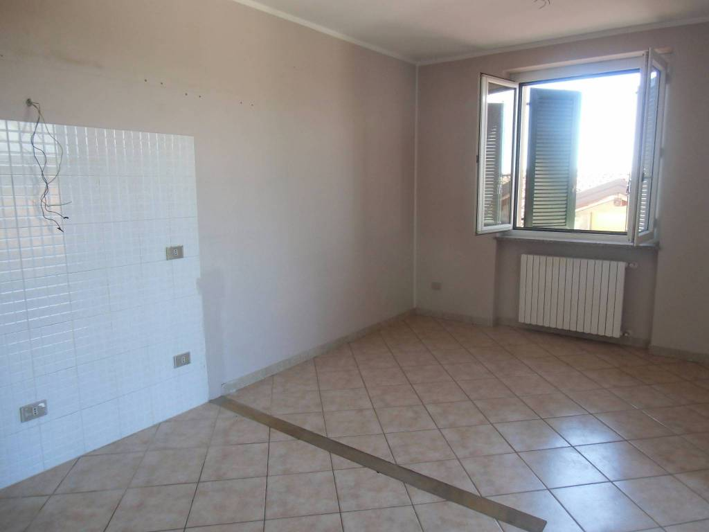 Appartamento in buone condizioni in affitto Rif. 8845425