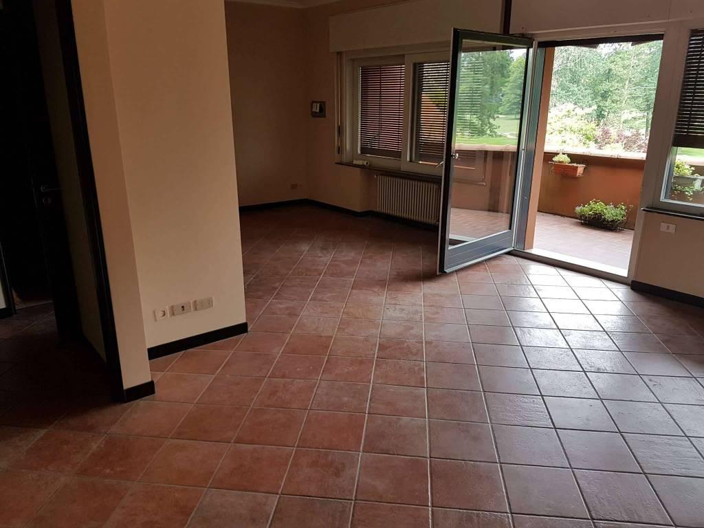 Appartamento in ottime condizioni parzialmente arredato in affitto Rif. 8173442