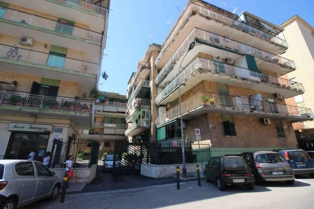 Appartamento in buone condizioni in vendita Rif. 4190098