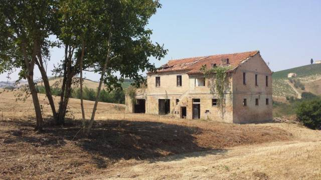Rustico / Casale da ristrutturare in vendita Rif. 4362360