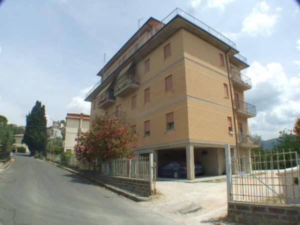 Appartamento in buone condizioni in vendita Rif. 8311362