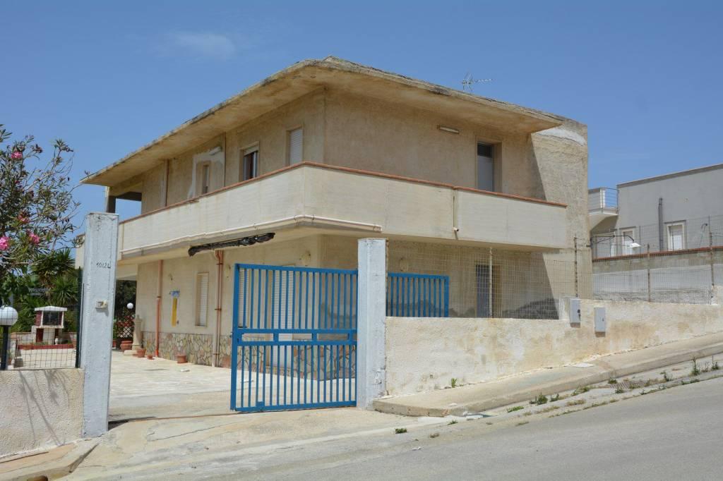 Appartamento in buone condizioni in vendita Rif. 9149839