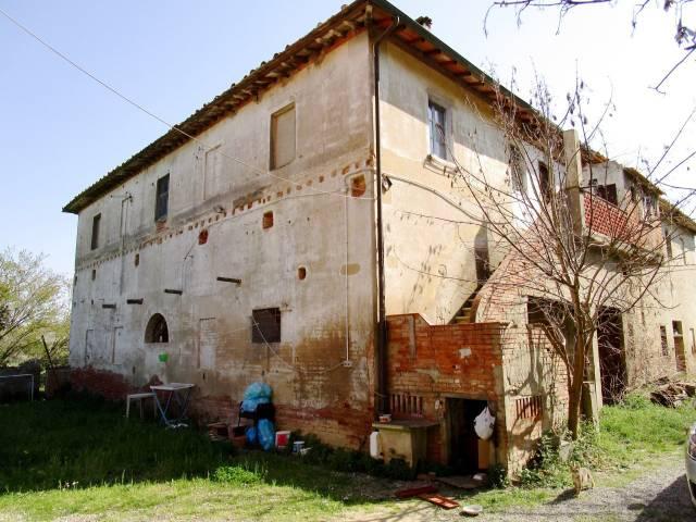 Rustico in Vendita a Peccioli Centro: 5 locali, 750 mq