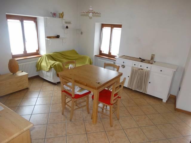 Appartamento in buone condizioni parzialmente arredato in vendita Rif. 5011741