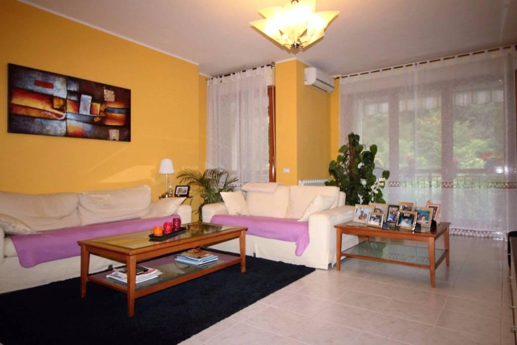 Appartamento in buone condizioni parzialmente arredato in vendita Rif. 4458673
