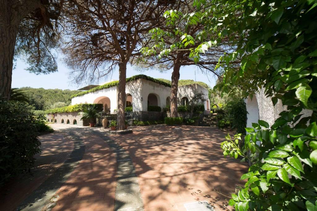 Villa in affitto a Ischia, 12 locali, Trattative riservate | CambioCasa.it